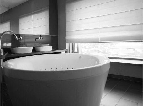 Карниз Люкс со шторой в ванной