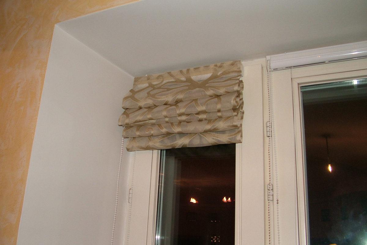 Фото римская штора на створке