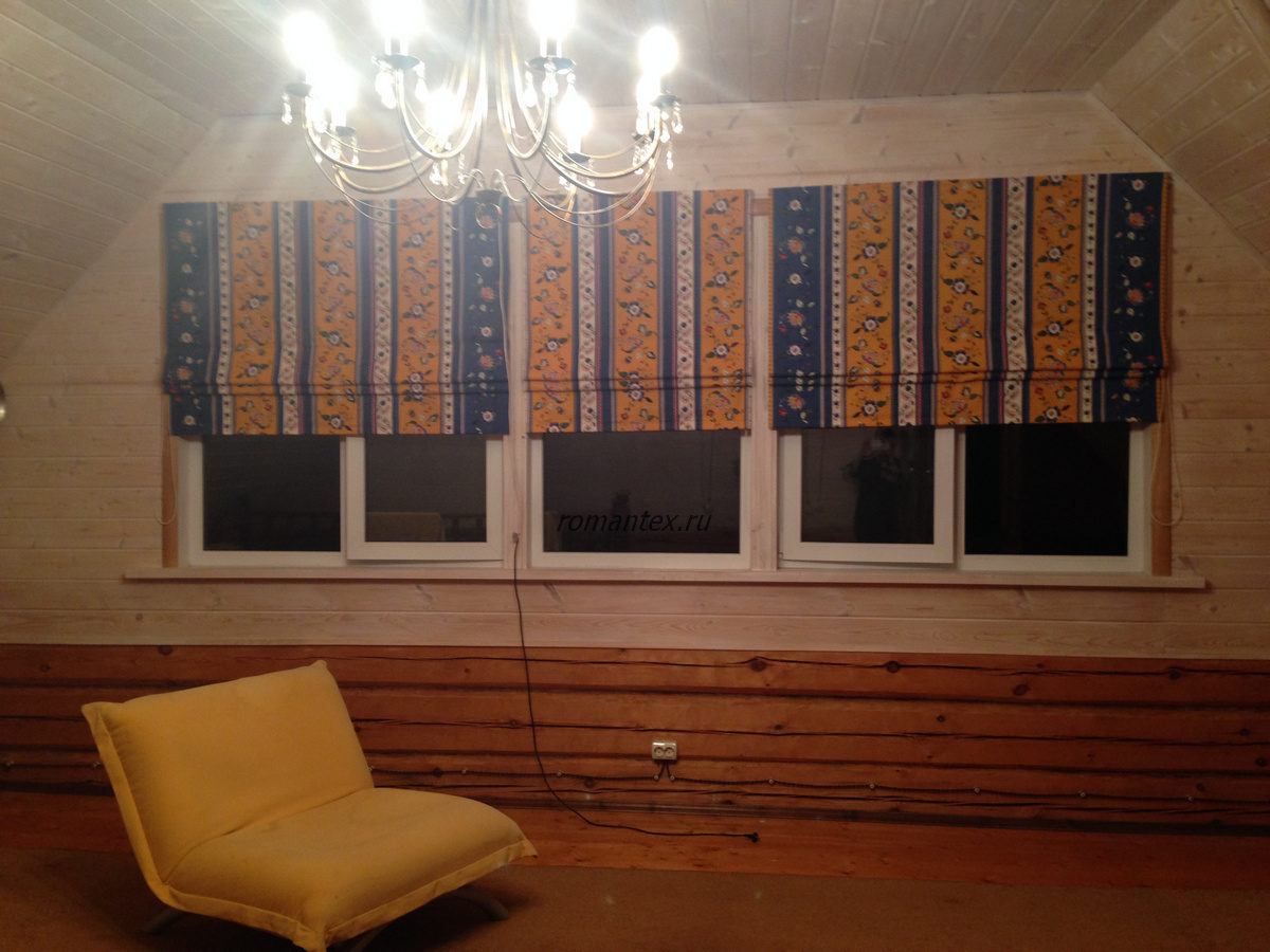 Фото Римские шторы для деревянного дома