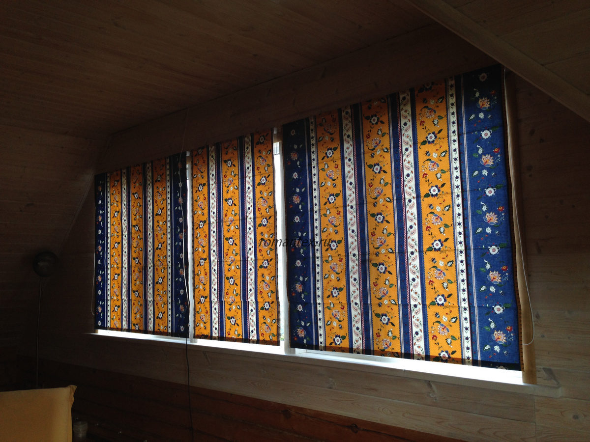 Фото Римские шторы в деревянный дом
